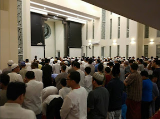 Sholat Tarawih di Masjid