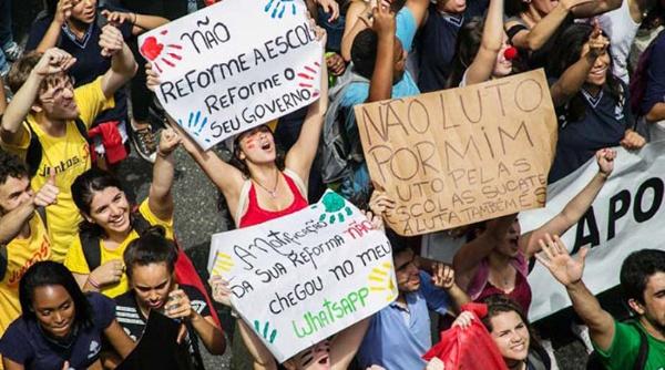 Estudiantes brasileños continúan toma de casi mil escuelas