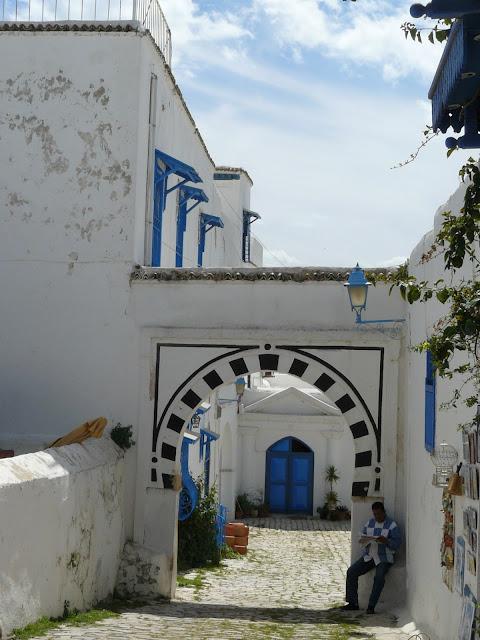 calle tipica de sidi bou said