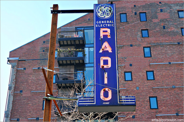Rótulo de Neón del General Electric Radio de Roxbury