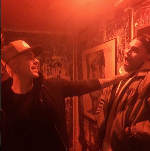 OHA! Justin Bieber is in the clinch with Chris Brown