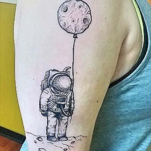 ay ve astronot dövmeleri moon astronaut tattoos