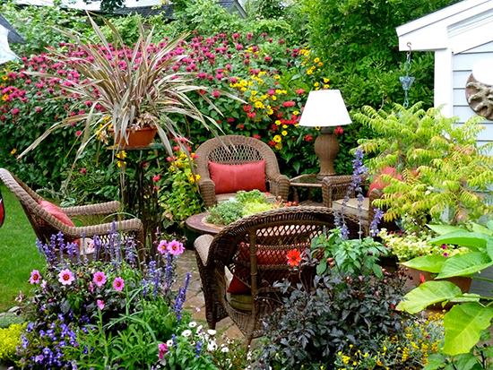 ide taman rumah dengan taman penuh bunga