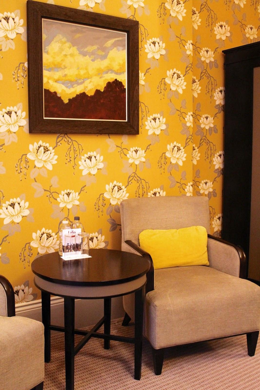 Richmond Hill Hotel Georgian Junior Suite yellow wallpaper