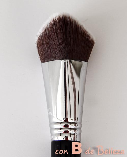 Brocha para maquillaje sintética