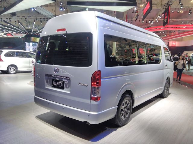 Kompetitor Toyota Hiace