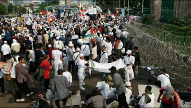 Cara FPI Membalas Demo Warga Bali Yang Nyatakan Perang Menolak FPI Bikin Haru !