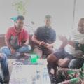Disela-sela Pekerjaan TMMD, Personel Satgas Sosialisasikan Memakai Masker Warga