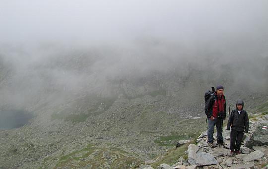 Na skalnym progu ponad Doliną Żabią Mięguszowiecką.