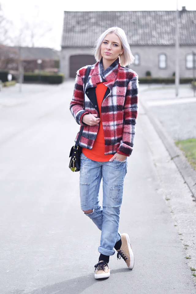 Tartan red, jacket, wool, zara, brigh red, outfit, trends, street style, casual