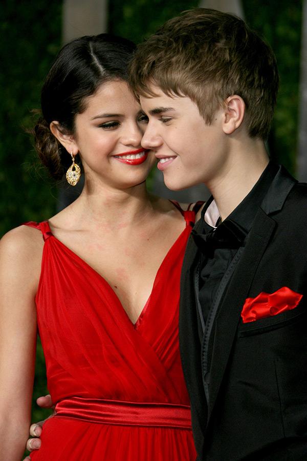 Г¤r Selena Gomez dating nГҐgon just nukroken upp kristen Callihan nedladdning