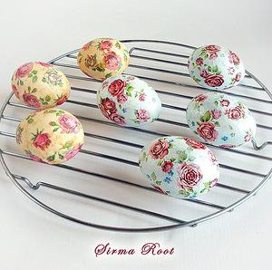 Мастер-классы и идеи по окраске яиц, Декупаж вареных яиц на крахмале, Значения символов, используемых при росписи пасхальных яиц, Кружевные пасхальные яйца, Мозаичные пасхальные яйца, Окрашивание яиц луковой шелухой, Окрашивание яиц натуральными красками, Окрашивание яиц с помощью пены для бритья, Разноцветные яйца со спиральными разводами, Секреты подготовки и окрашивания пасхальных яиц, Яйца «в крапинку», Яйца с растительным рисунком, как покрасить пасхальные яйца в домашних условиях, чем покрасить яйца на Пасху, пасхальные яйца фото, пасхальные яйца картинки, пасхальные яйца крашенки, пасхальные яйца писанки, красивые пасхальные яйца своими руками, методы окрашивания пасхальных яиц, как покрасить яйца, когда красят яйца, чем красят яйца, пасхальные традиции, Секреты подготовки и окрашивания пасхальных яиц, Символика рисунков на пасхальных яйцах, как украсить пасхальные яйца, чем украсить пасхальные яйца, подготовка яиц к окрашиванию, когда нужно красить яйца,Декупаж вареных яиц на крахмале