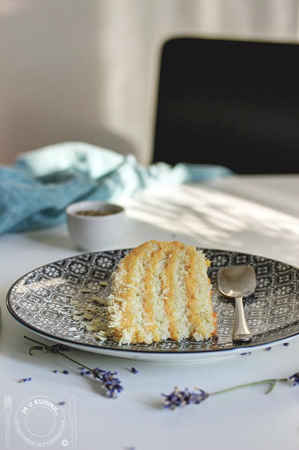 Badem torta sa belom čokoladom i daškom lavande