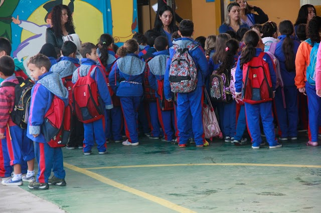 Prefeitura inicia a entrega de jaquetas de inverno para 28 mil estudantes da rede municipal