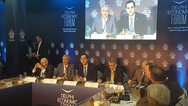 Ο Γιάννης Μανιάτης συζητά στο Οικονομικό Φόρουμ Δελφών