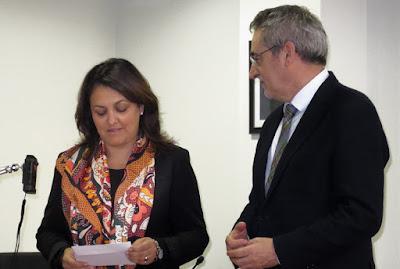 Alcaldesa de Ribadesella y director zona 1 de Correos. Matasellos turístico Ribadesella