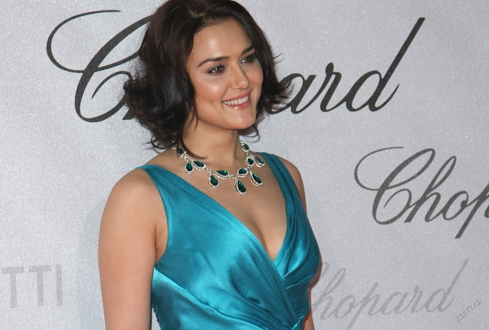 Photos Hot Pictures Sexy Wallpapers Preity Zinta Gallery-3553