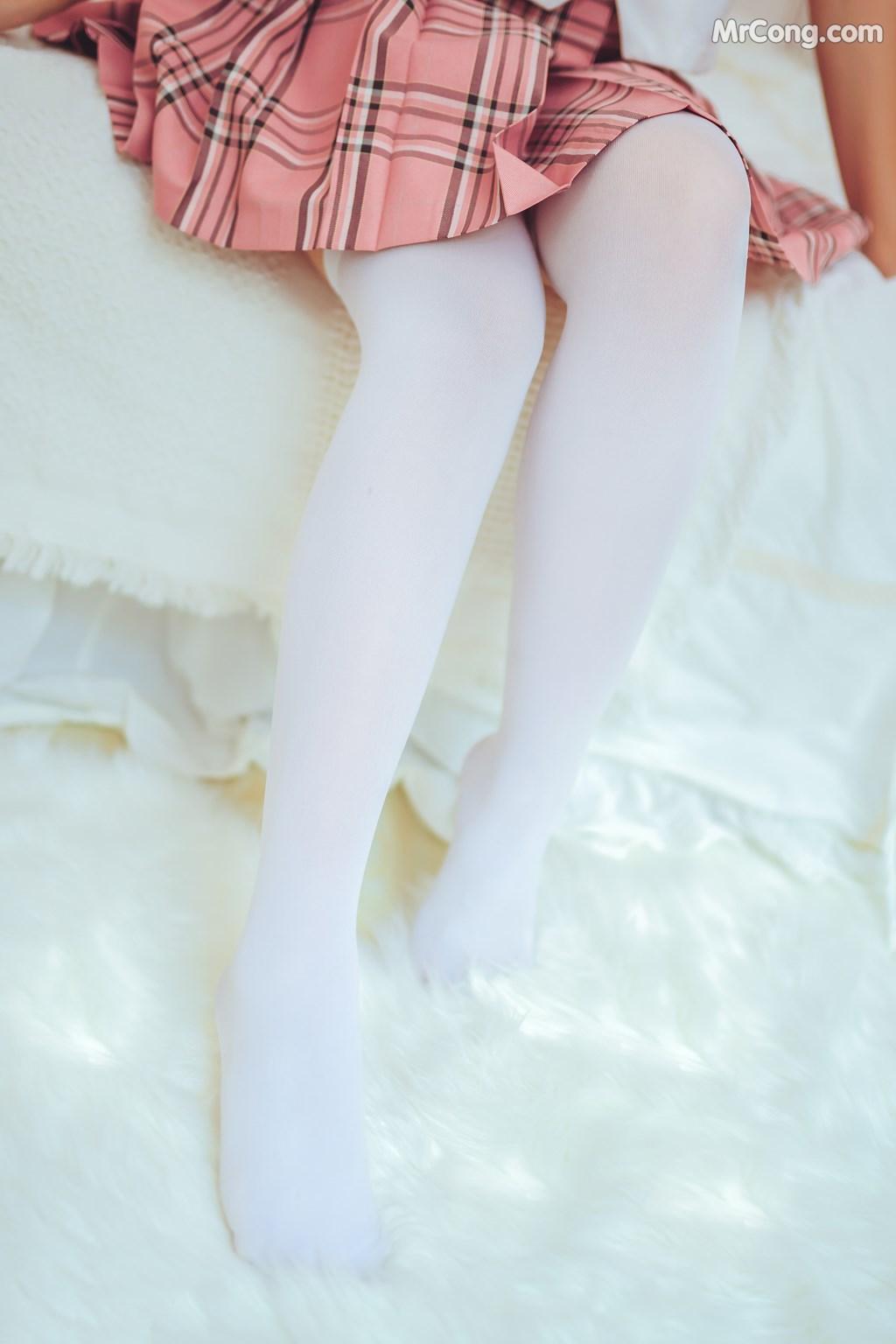 [MTCos] 喵糖映画 Vol.001: 绝对领域白丝过膝袜 (41P)