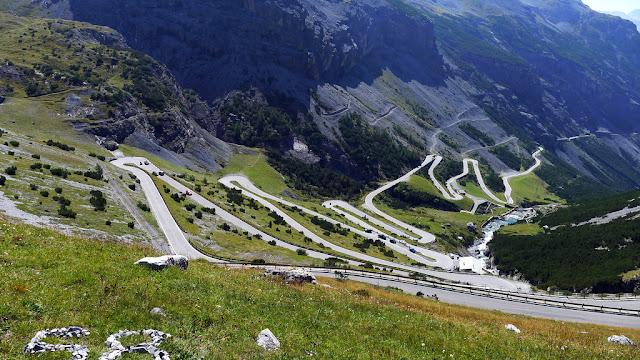 7 jalan berliku paling menakjubkan di dunia 7 Jalan Berliku Paling Menakjubkan Di Dunia