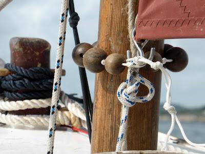 tack downhaul on standing lug sail