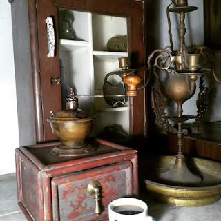 Dijual gilingan kopi antik..monggo barang antik bernilai tinggi nih