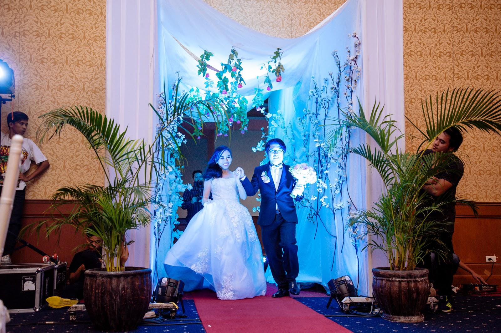beautiful tunnel entrance wedding reception design