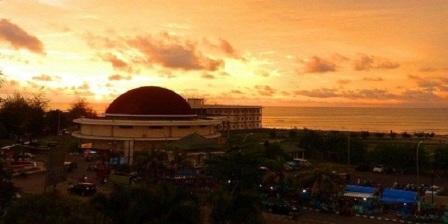 Wisata Bengkulu, Menikmati Spot Sunset Menarik di Pantai Tapak Paderi