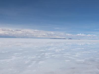 真っ白なウユニ塩湖