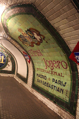 Carteles publicitarios de la Estación-museo de Chamberí-Madrid