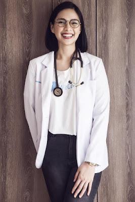 Profesi dokter cewek cantik manis senyum lebar