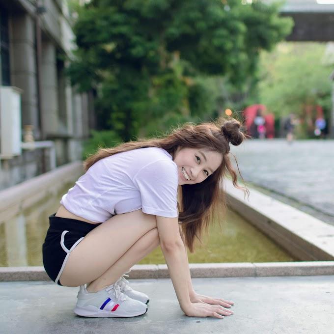 Cute girl wearing black short [7pics]