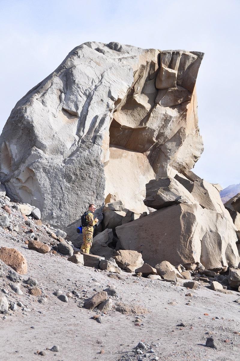 камни на склоне вулкана шивелуч камчатка