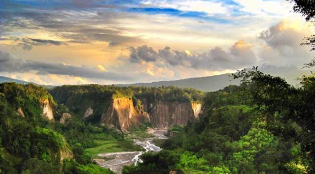 pemandangan alam ngarai sianok