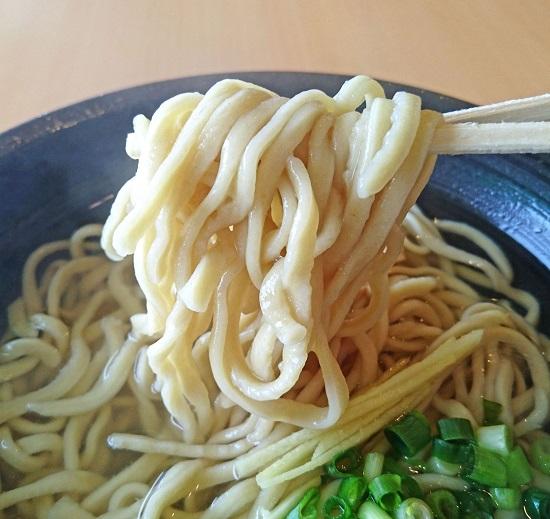 丸翔そばの自家製生麺の写真