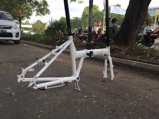 Frame Sepeda Lipat Folding Bike putih
