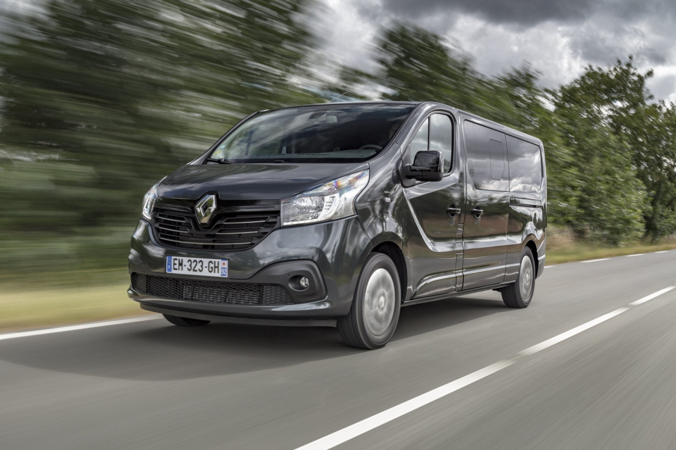 motoring malaysia renault trafic spaceclass unveiled and. Black Bedroom Furniture Sets. Home Design Ideas