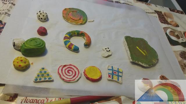 Masa de pasta de sal secada al aire y pintada con témperas