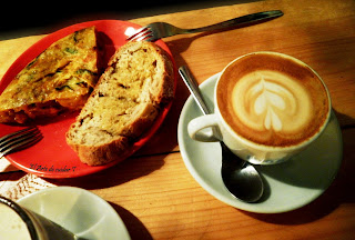 Tortilla de patata y café en Café do Bico.