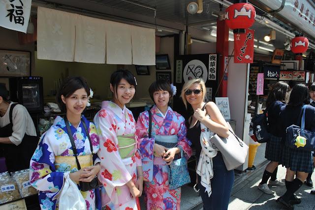 tempio sensōji ad asakusa tokyo cosa vedere a tokyo trip in tokyo what see in tokyo travel blog travel blogger mariafelicia magno viaggio a tokyo mariafelicia magno  tempio buddhista tokyo