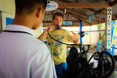 Photo of an teaching instructor at Adang Sea Diver