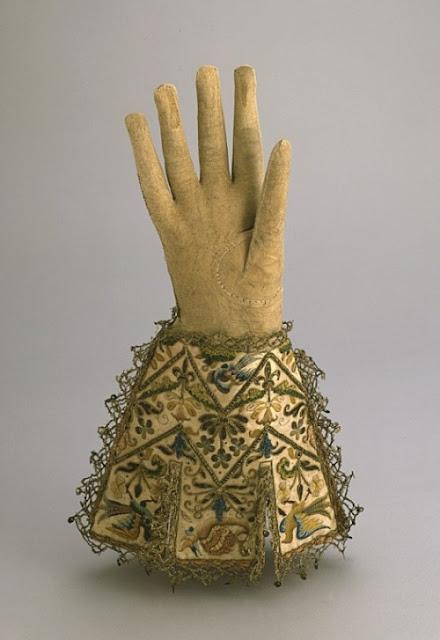 Egy vert csipke menyasszonyi kesztyű a 17. század második feléből Milánóból  879f9fb045