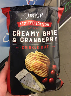 Tesco Finest Creamy Brie & Cranberry Crisps