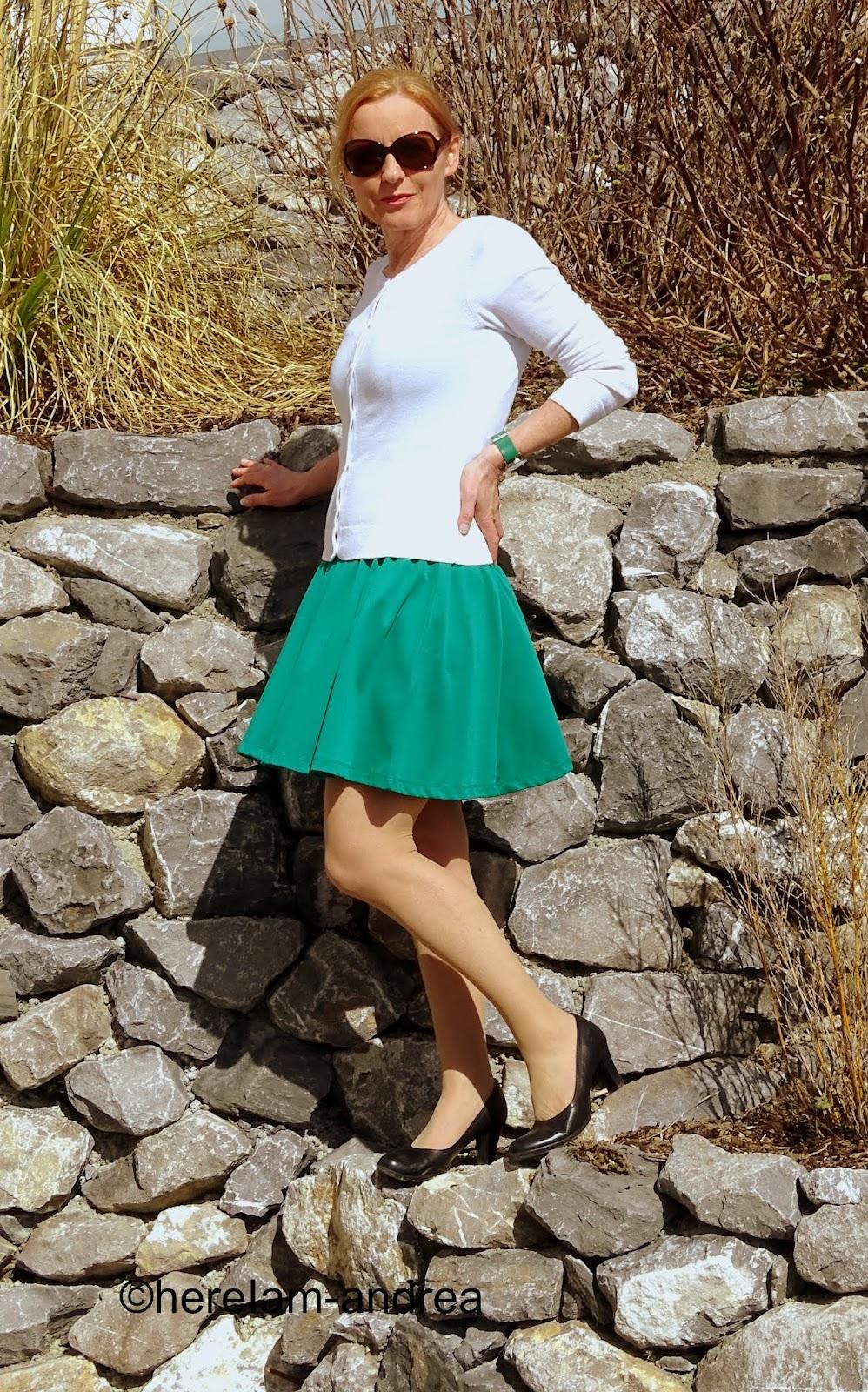 Grün und weiß: entspanntes Frühlingsoutfit