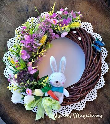Wielkanocny wianek z elementami filcu