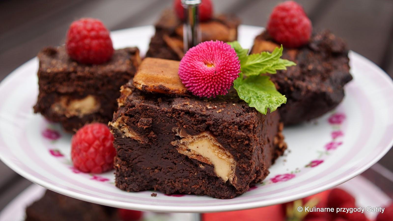 czekoladowe-ciasto-z-malinami