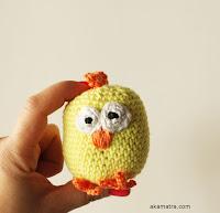 http://www.akamatra.com/2016/04/crochet-easter-chicken-free-pattern.html