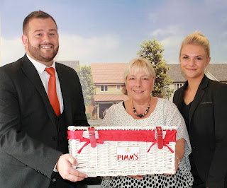Larkfleet Homes handing over hamper