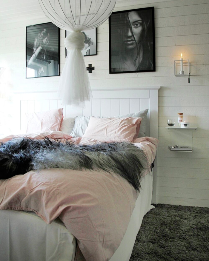 annelies design, webbutik, webshop, nätbutik, inredning, sovrum, sovrummet, hemtex, sängkappa, påslakan, panel, lggande anel, tavla, tavlor, posters, svart och vitt, svartvit, svartvita, väggljusstake, sängbord, ljusstakar, dekoration,