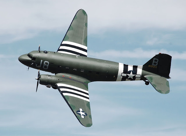 Gambar 23. Foto Pesawat Angkut Militer Douglas C-47 Skytrain