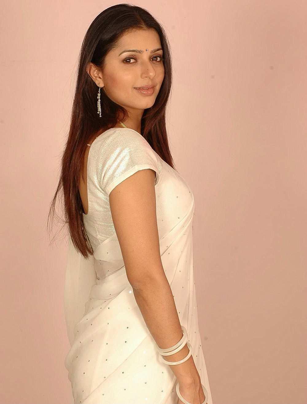Entertaining actress bhumika chawla hot
